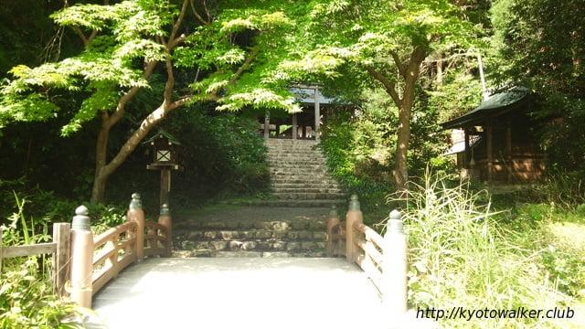 日向大神宮勾玉池の橋