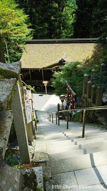 由岐神社割拝殿を上から