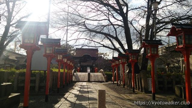 六孫王神社参道から見る拝殿