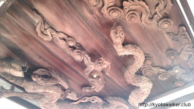 瀧尾神社拝殿の龍(修復中)