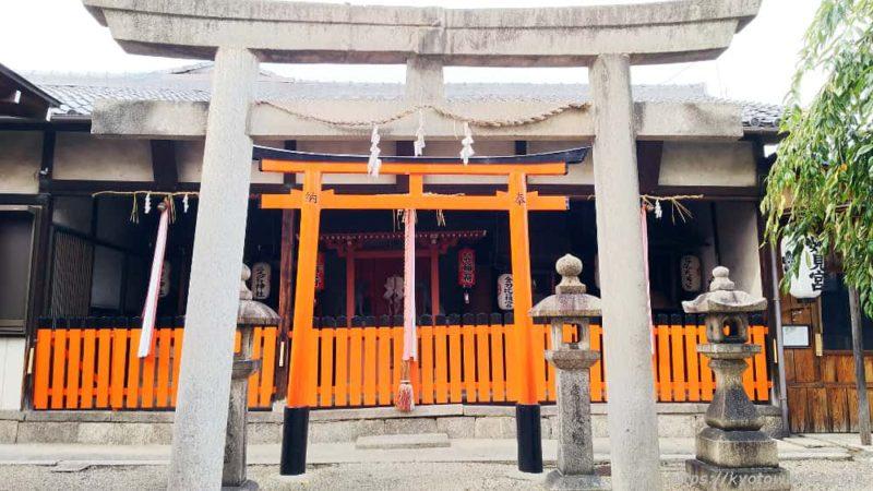 瀧尾神社の境内社 正面から