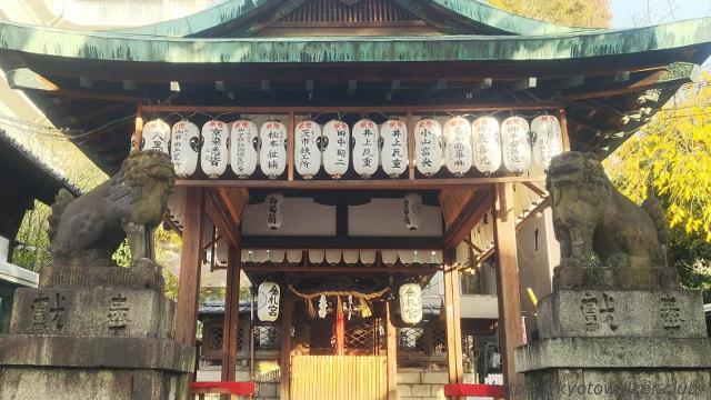 金札宮狛犬と拝殿