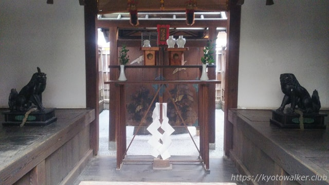 醒ヶ井住吉神社の拝殿の狛犬