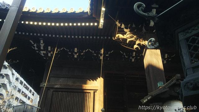 平等寺(因幡薬師)玉眼がはめられた軒鼻