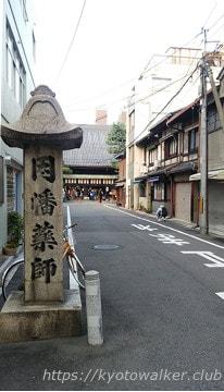 松原通からみた平等寺(因幡薬師)