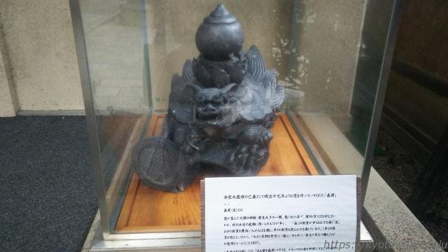 平等寺(因幡薬師)の宝物庫前の贔屓さん