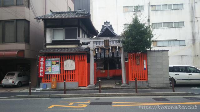 高辻通り南側から見た繁昌神社