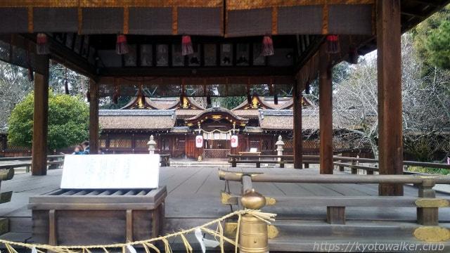 平野神社 拝殿越しの拝所と本殿
