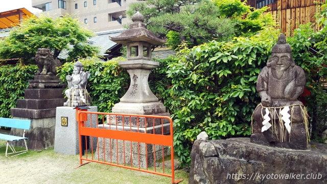 恵美須神社境内のえびす様