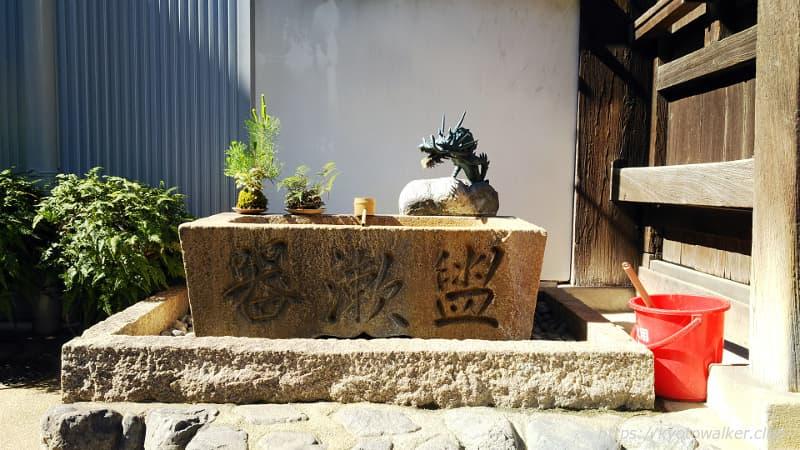 本教寺手水鉢20180521