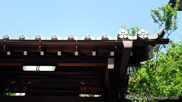 菅原院天満宮の松と梅の軒丸瓦