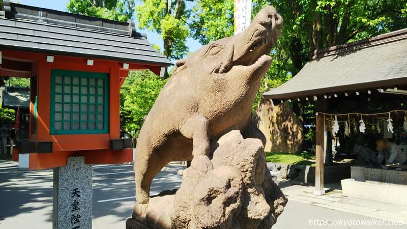 護王神社拝殿前の阿狛亥
