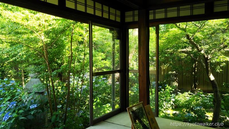 室内から見た建仁寺塔頭霊源院甘露庭
