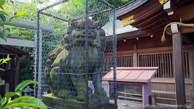 山王神社本殿前の狛犬「吽」
