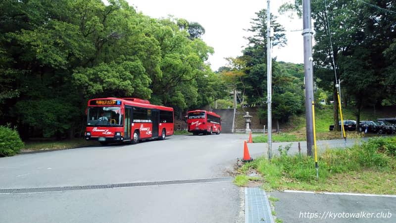 豊国廟 待機中のバス