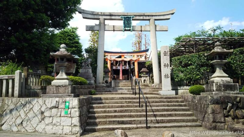 剣神社 正面から。