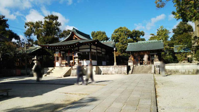 敷地神社(わら天神) 社務所辺りから見た社殿と六勝神社と八幡神社 20190114