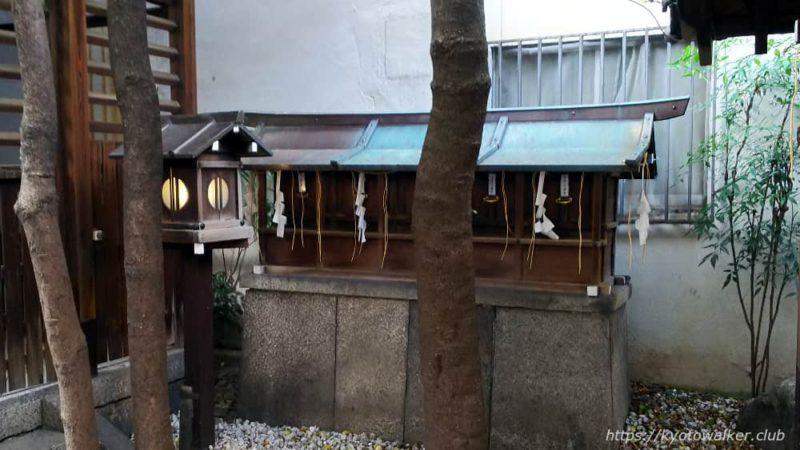 神明神社 本殿前の境内社 五社