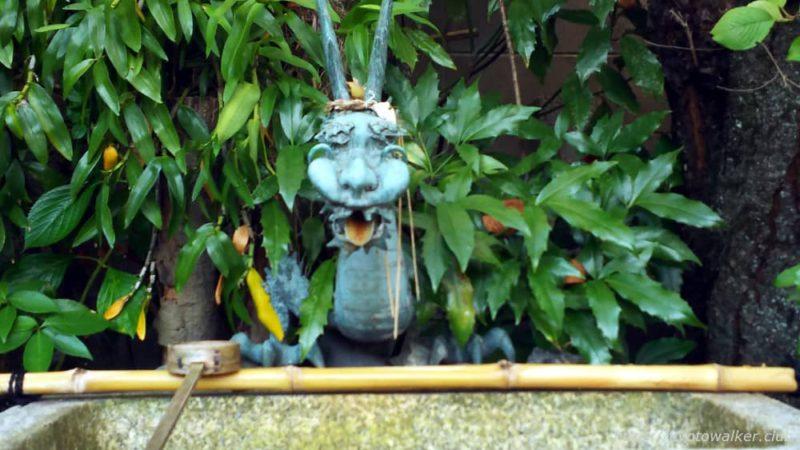 須賀神社・交通神社 手水鉢 20181024