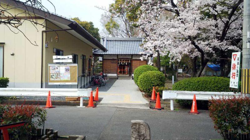 木下神社の参道が途切れた所から