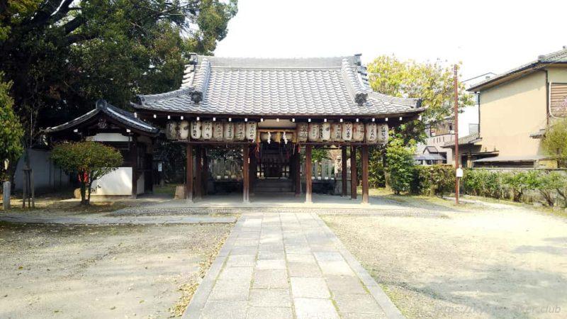 綾戸國中神社 参道から見た割拝殿と社殿