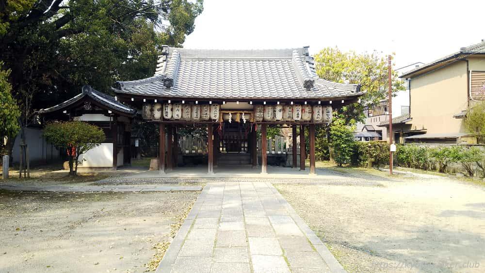 綾戸國中神社 参道から見た拝殿と社殿