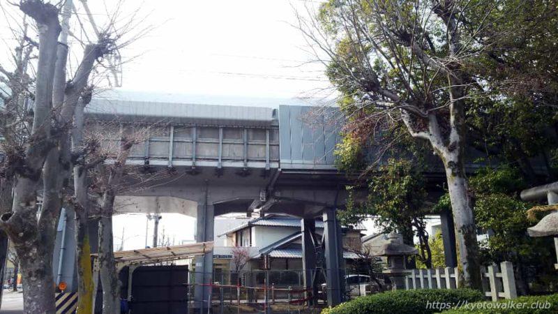 綾戸國中神社横の新幹線高架
