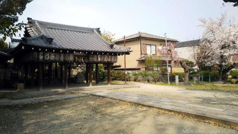 綾戸國中神社の境内の様子