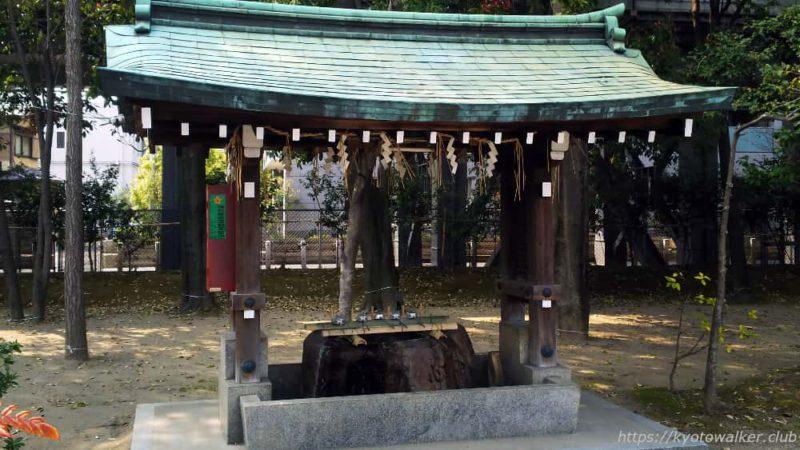 綾戸國中神社の手水舎