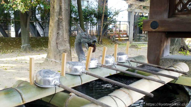 綾戸國中神社の手水舎の龍口
