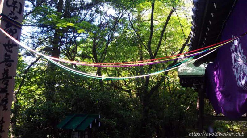 長楽寺本堂から伸びる五色の糸