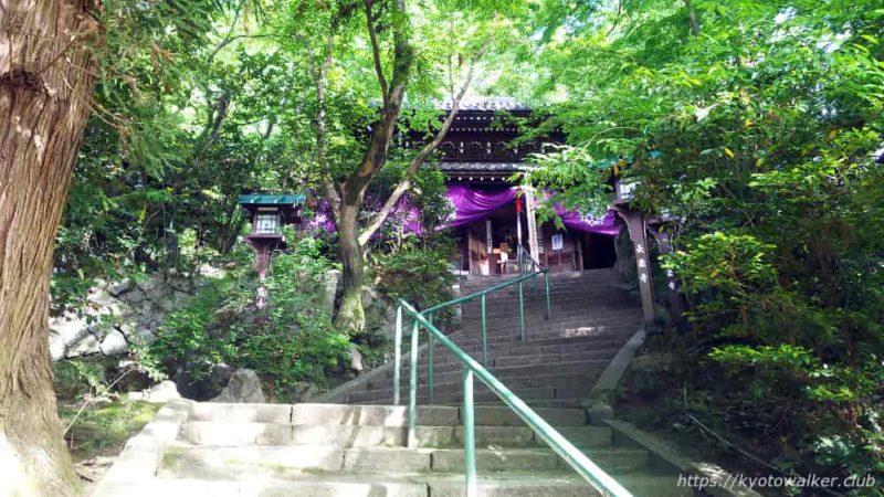 長楽寺境内本堂への階段