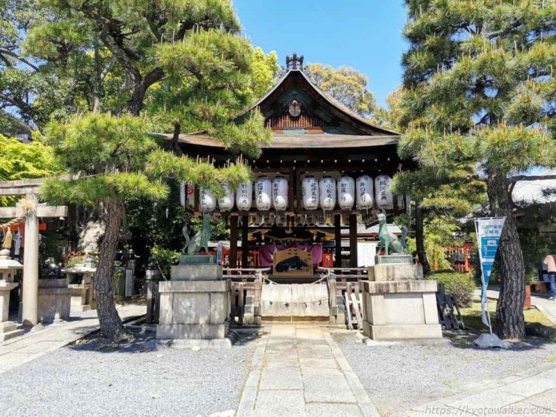 満足稲荷神社 舞殿 20210411