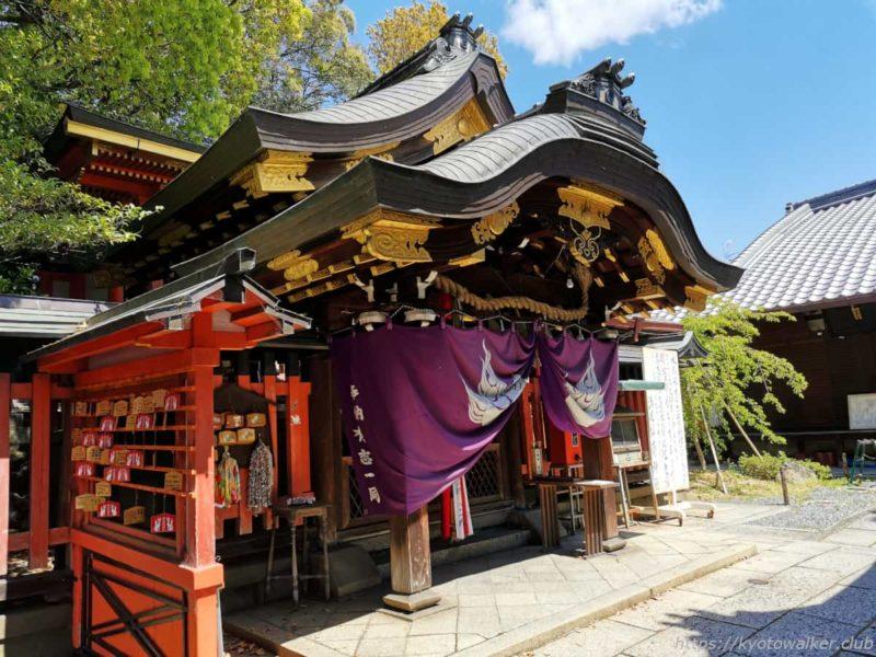 満足稲荷神社 本殿 20210411