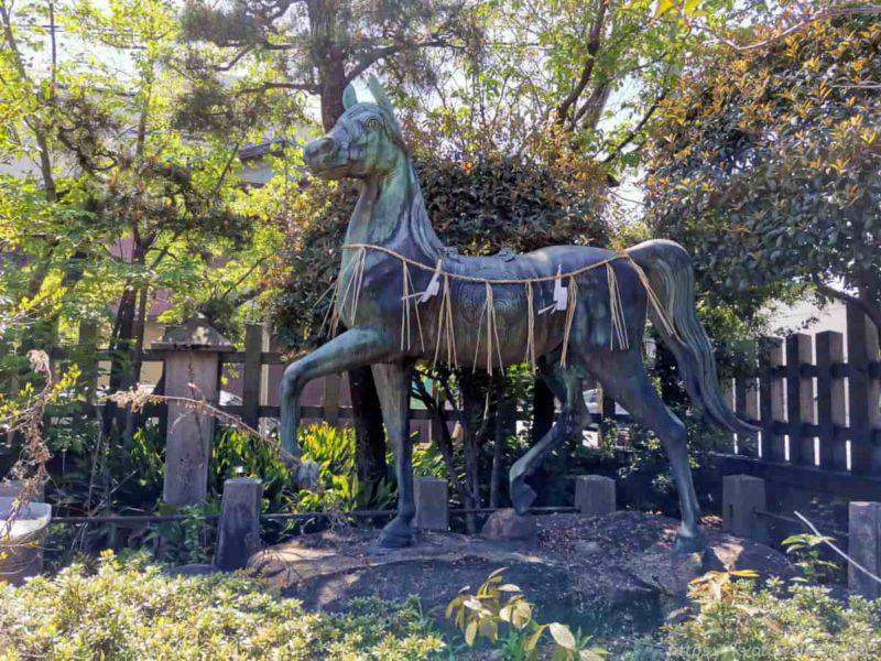 満足稲荷神社 神馬 20210411